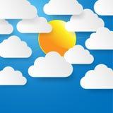 Niebieskie niebo z papieru słońcem i chmurami. Zdjęcie Stock