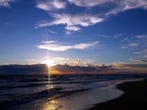 Niebieskie niebo za havy chmurami Zdjęcie Stock