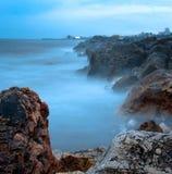 niebieskie skały morskie Obraz Royalty Free