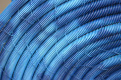 niebieskie z pełnym wężem stary plastiku Fotografia Royalty Free