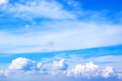 Niebieskiego nieba i bielu chmury 171112 0024 Obraz Stock