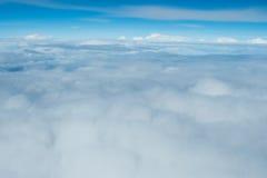 Niebieskiego nieba i chmury widok od samolotu Fotografia Stock
