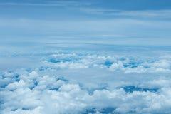 Niebieskiego nieba i chmury widok od samolotu Obrazy Royalty Free