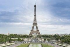 Niebieskiego nieba i wieży eifla widok od Trocadero Fotografia Royalty Free