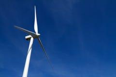 niebieskiego nieba turbina wiatr zdjęcia stock