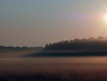 Niebla. Amanecer. Foto de archivo