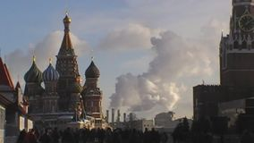 Niebla con humo en la ciudad en Moscú metrajes