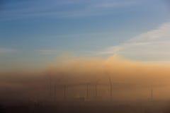 Niebla con humo sobre la planta Imagen de archivo libre de regalías