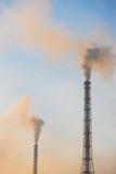 Niebla con humo sobre la planta Fotos de archivo