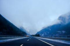 Niebla de la carretera Fotos de archivo libres de regalías