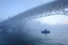 Niebla de la mañana, False Creek, Vancouver Imágenes de archivo libres de regalías