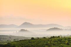 Niebla de la montaña de la mañana Foto de archivo