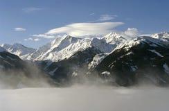 Niebla de la nieve de Austria de las montañas Imágenes de archivo libres de regalías