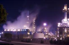 Niebla de la refinería de petróleo foto de archivo