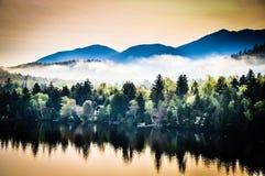 Niebla de la salida del sol de Adirondack imágenes de archivo libres de regalías