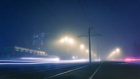 Niebla de la tarde en las calles de Dneprodzezhinsk imágenes de archivo libres de regalías