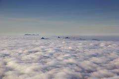 Niebla del amanecer en las montañas Imagen de archivo libre de regalías