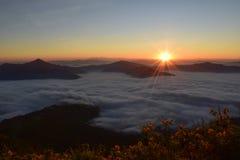 Niebla del mar con salida del sol en Phatang Fotos de archivo