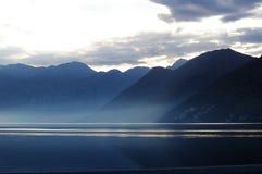 Niebla del mar de la montaña fotos de archivo