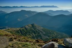 Niebla del otoño en montañas eslovacas Imagen de archivo