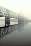 Niebla del puente ferroviario .matutinal fotografía de archivo