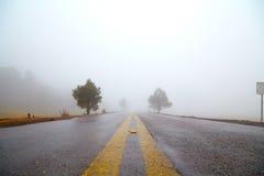 Niebla en el camino Imágenes de archivo libres de regalías