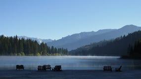 Niebla en el lago Fotografía de archivo