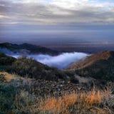 Niebla en el valle Fotos de archivo