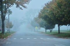 Niebla en la ciudad foto de archivo
