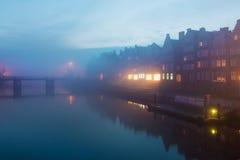 Niebla en la ciudad de Gdansk Imágenes de archivo libres de regalías