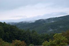 Niebla en las montañas Foto de archivo libre de regalías