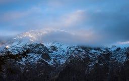 Niebla en las montañas Imagen de archivo