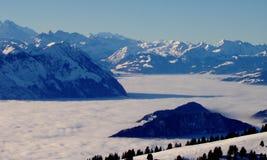 Niebla en las montañas de Rigi Fotos de archivo