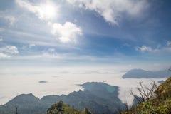 Niebla en Phu Chee Dao Foto de archivo