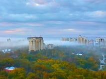 Niebla en Victory Park, Odessa, Ucrania foto de archivo
