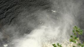 Niebla a partir de la caída del agua almacen de metraje de vídeo