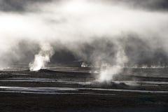 Niebla que se levanta del campo del géiser, Chile Imágenes de archivo libres de regalías