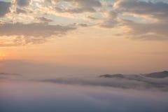 Niebla que sube por mañana Fotografía de archivo