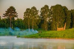 Niebla sobre el agua Fotos de archivo libres de regalías