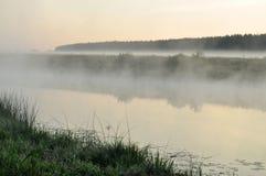 Niebla sobre el río Imágenes de archivo libres de regalías