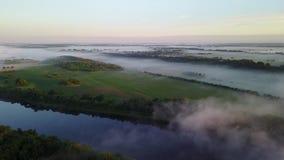 Niebla sobre el río Dvina occidental almacen de metraje de vídeo