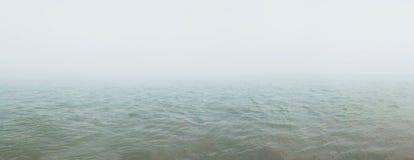 Niebla sobre el río Fondo natural imagen de archivo libre de regalías