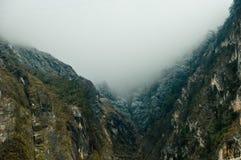 niebla y colina fotografía de archivo