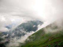 niebla y nube en la montaña Imágenes de archivo libres de regalías