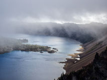 Niebla y nubes en el lago crater Fotos de archivo libres de regalías