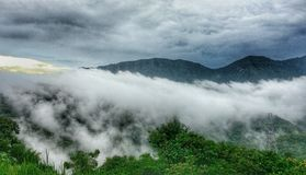 Nieblas en montaña Imágenes de archivo libres de regalías