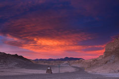 Niebo błyszczy pięknie podczas zmierzchu nad drogą w księżyc dolinie, Atacama pustynia, Chile Zdjęcie Royalty Free
