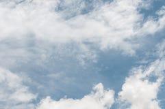 Niebo bielu i błękita chmury Obraz Royalty Free