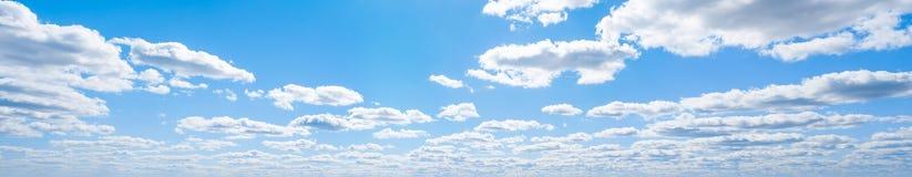 Niebo chmurnieje lato panoramę obrazy stock