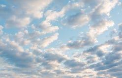 niebo, chmury niebo, chmury Także jest mnóstwo chmurami niebieskie niebo Zdjęcia Royalty Free